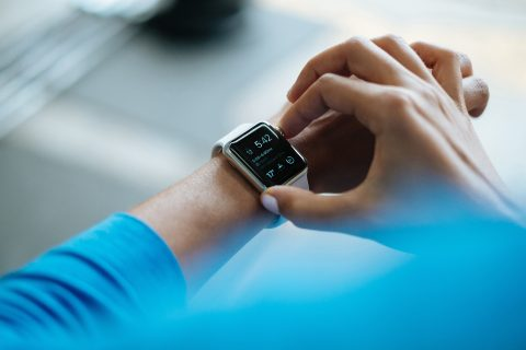 8 Must Have Wearable Tech Gadgets That Give You an Edge
